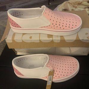 New Native colorblock pink white shoe Sz 5/7